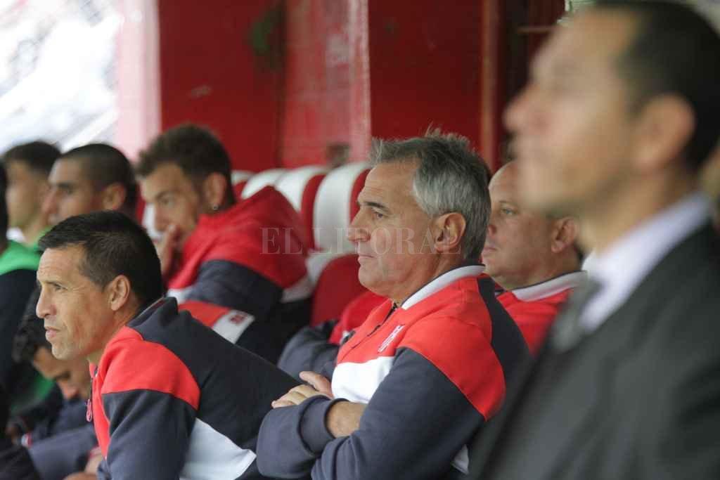 El técnico de Unión viajó a Buenos Aires, seguramente con el objetivo de acelerar alguna gestión. Crédito: Manuel Fabatía