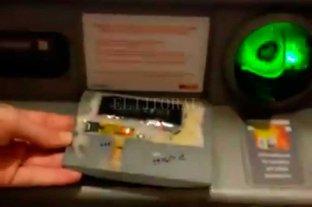 Encontraron un dispositivo para robar datos de tarjetas