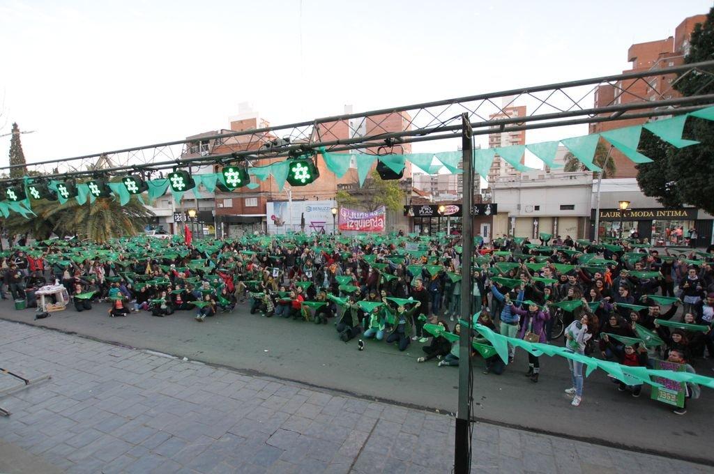 Nuevo pañuelazo antes de votación por aborto legal en Argentina