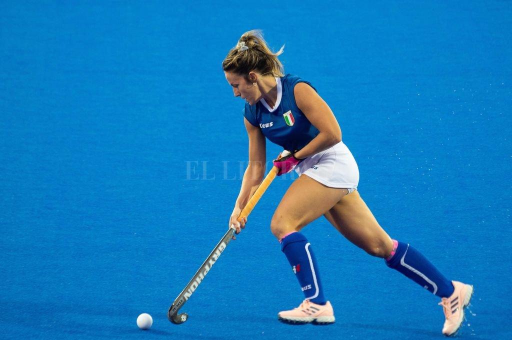 En acción.Celina Traverso domina la bocha en el Lee Valley Hockey and Tennis Centre de Londres.  <strong>Foto:</strong> Ramiro Calace Montú