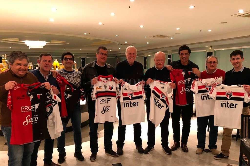 Dirigentes de ambos clubes se reunieron este miércoles por la noche con una cena de camaradería <strong>Foto:</strong> Prensa Colón