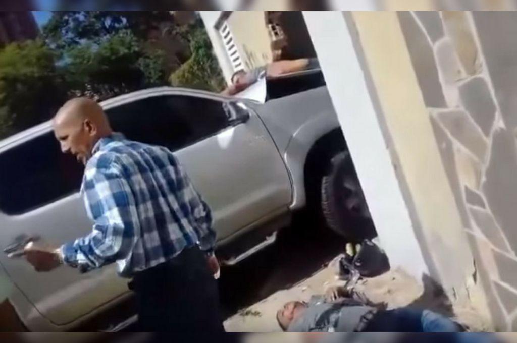 Brutal reacción contra ladrones: aceleró sin miedo y los aplastó
