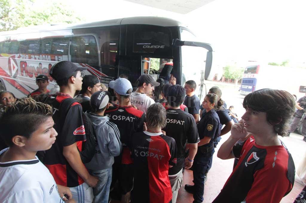 Por ahora, los hinchas sabaleros no podrán viajar a Paraná para acompañar al equipo en su debut en la Superliga Argentina <strong>Foto:</strong> Archivo El Litoral
