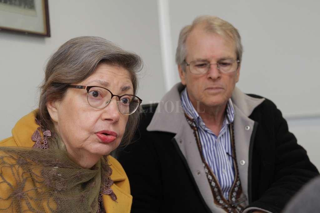 La pianista Nidia Koppisch, representante en la Argentina del CEP, junto a su esposo el tenor y pianista Omar Fontana, organizadores de la propuesta. <strong>Foto:</strong> Mauricio Garín