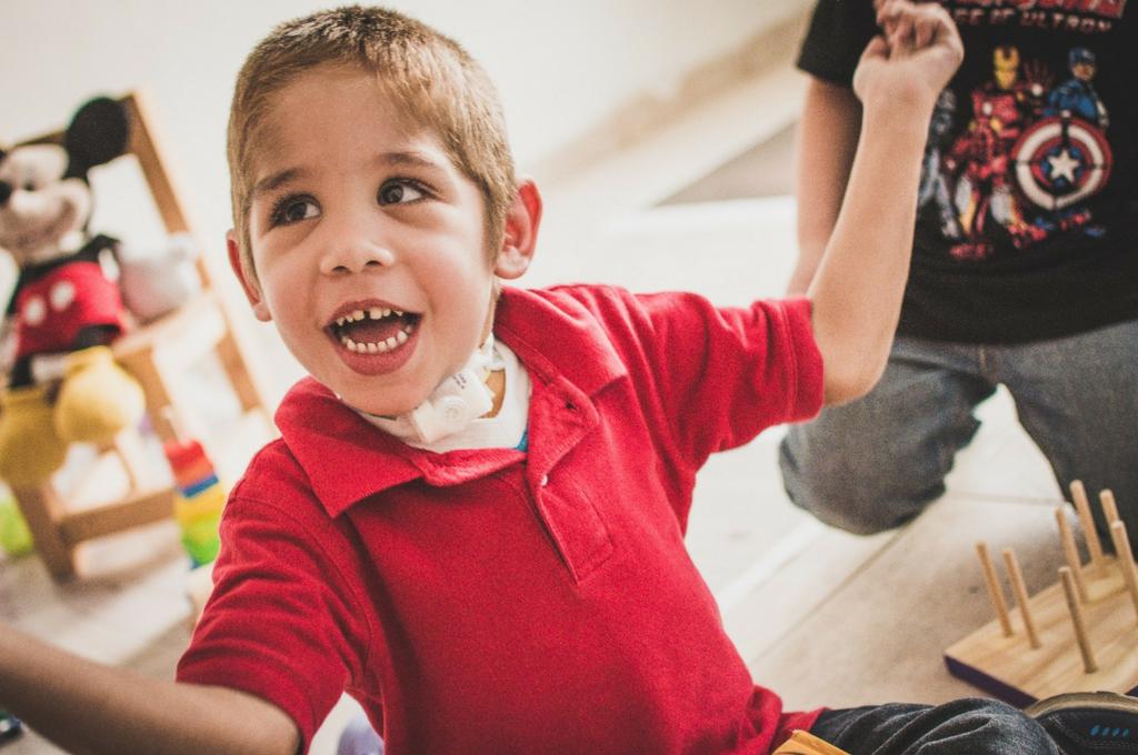 El pequeño rosarino empezó el año pasado en salita de dos y hoy va a la de tres años, junto a su acompañante terapéutica. Está integrado al grupo de compañeros. <strong>Foto:</strong> Archivo
