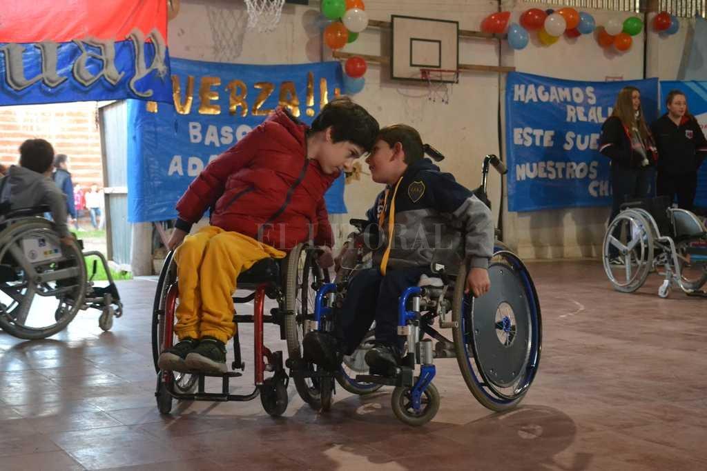 Los dirigidos por Joaquín Erramuspe se ilusionan con poder conseguir sillas de ruedas deportivas. <strong>Foto:</strong> Gentileza Cielo Izaguirre