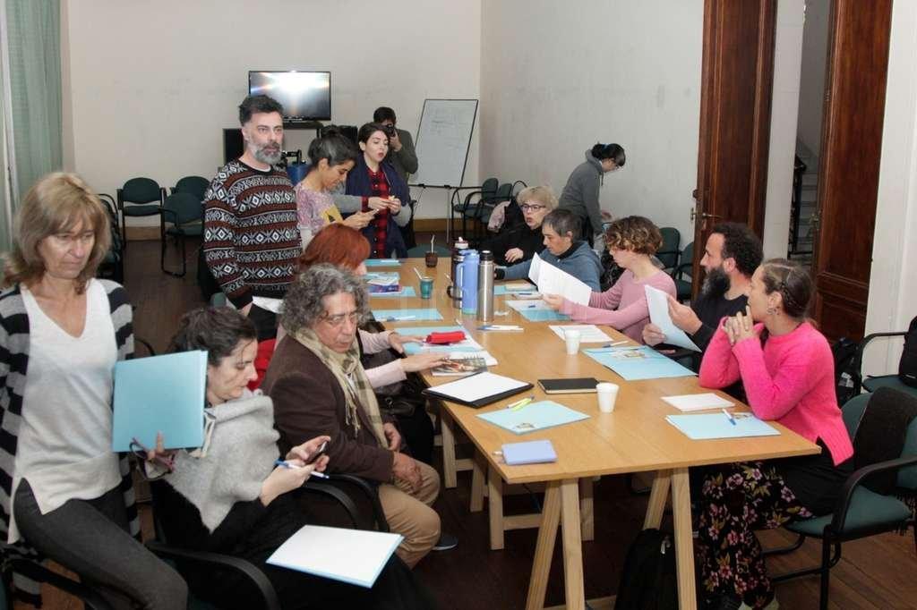 En tres días de trabajo,el jurado trabajó teniendo en cuenta aspectos vinculados a los objetivos de la Bienal. <strong>Foto:</strong> Gentileza Prensa UNL