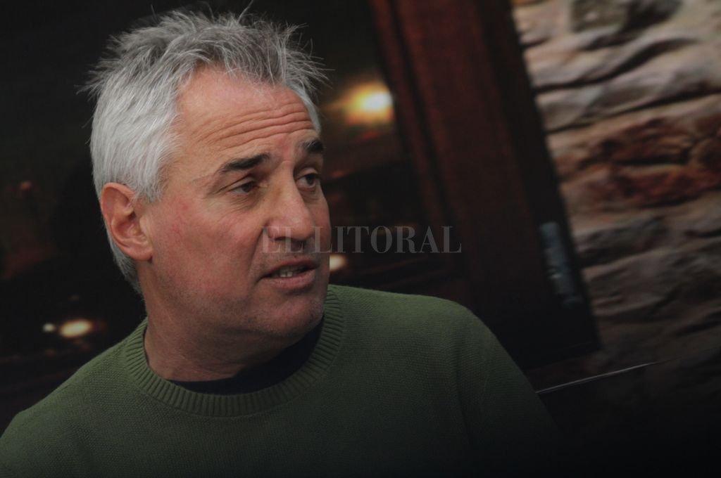 """""""Todavía siento que tengo mucho por hacer en Unión, pero cuido lo que hemos conseguido y lo defiendo, porque no es fácil que un entrenador esté tan cómodo en un club y en una ciudad"""", dice Madelón. Crédito: Pablo Aguirre"""
