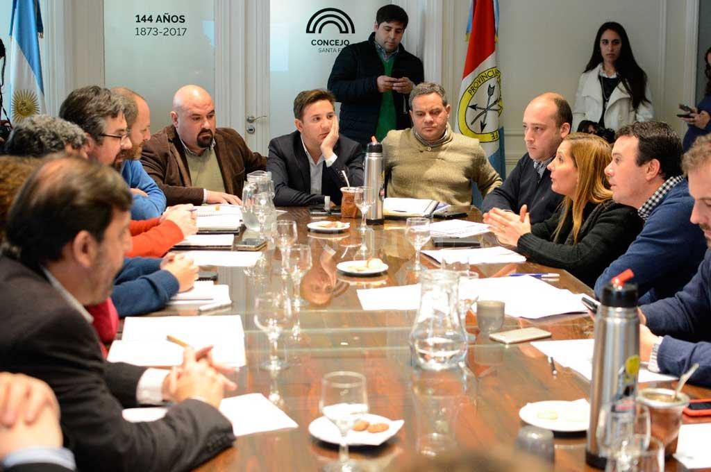 La reunión de los concejales con funcionarios municipales (también participaron referentes de la cartera de Seguridad) sobre el tema de los cuidacoches, tuvo momentos de tensión.  <strong>Foto:</strong>  Gentileza Prensa Concejo
