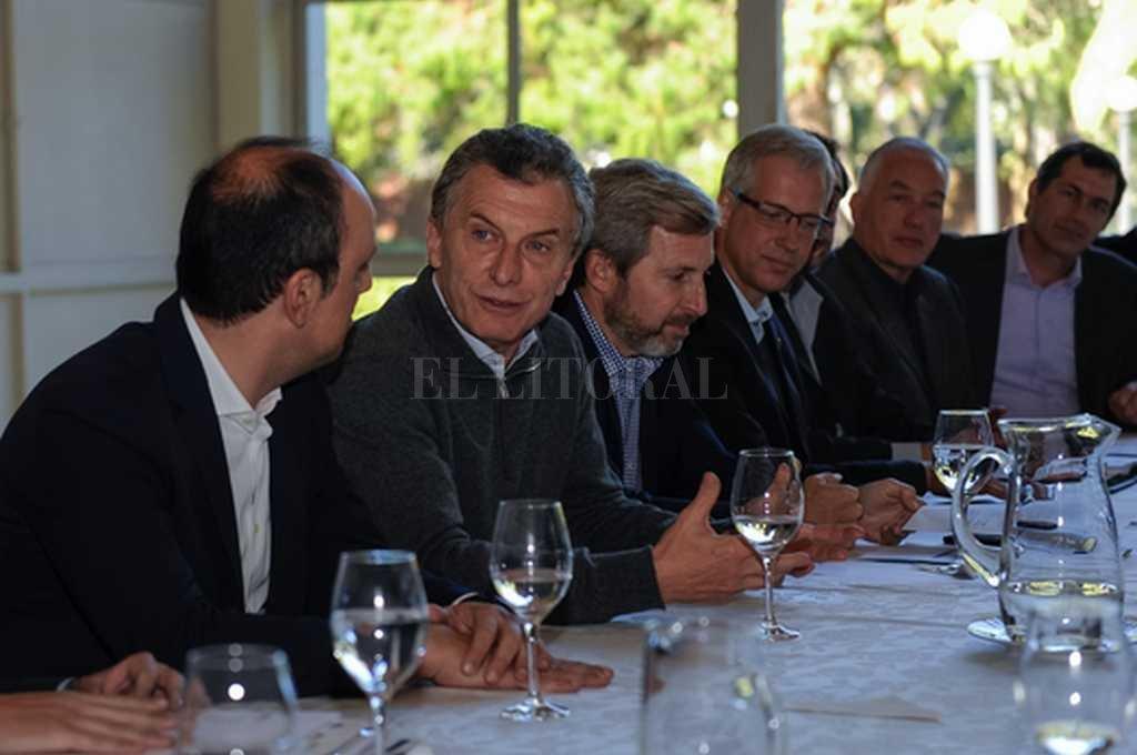 Reunión el Olivos. El presidente Macri se acercó a la mesa y dejó su mensaje. <strong>Foto:</strong> Gentileza Presidencia de la Nación