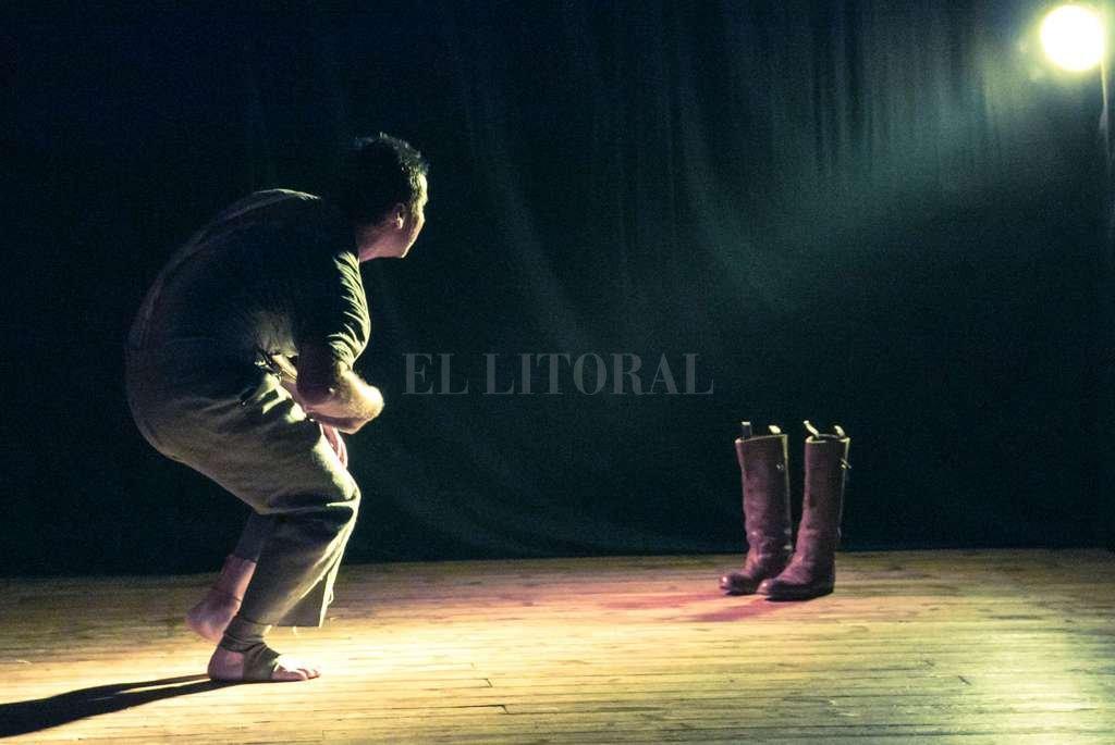 La propuesta pone en el centro la labor actoral y las potencialidades del formato unipersonal. <strong>Foto:</strong> Gentileza producción / Eva Cabrera