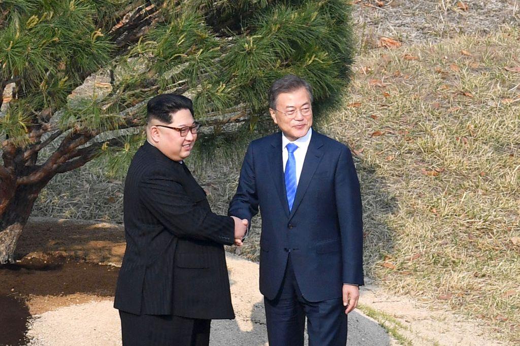 El presidente de Corea del Sur, Moon Jae-in (der.), y el líder norcoreano, Kim Jong-un (izq.) <strong>Foto:</strong> Archivo