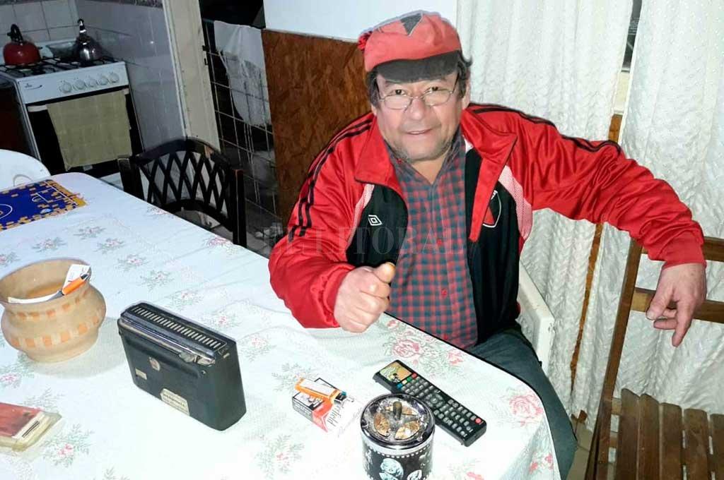 """Más conocido que """"Juan Boliche"""". Piero inmortalizó a """"Juan Boliche"""" con su tema musical, pero el """"Boliche"""" más famoso es Domingo Cenda, el esperancino cuyo grito en el gol de Fritzler frente al televisor, se viralizó.  Crédito: El Litoral"""