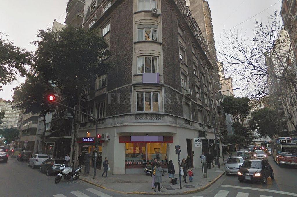Edificio de Juncal y Uruguay, donde vive la expresidenta, que fue allanado este lunes por orden del juez Bonadío. Crédito: Captura digital Google Maps Street View