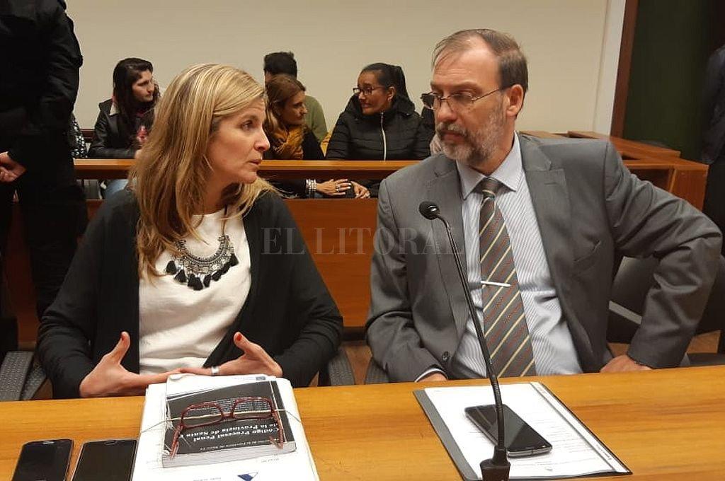 Ana Laura Gioria, fiscal que representó al MPA, y Jorge Nessier, uno de los fiscales que investigó el caso. Crédito: Prensa MPA