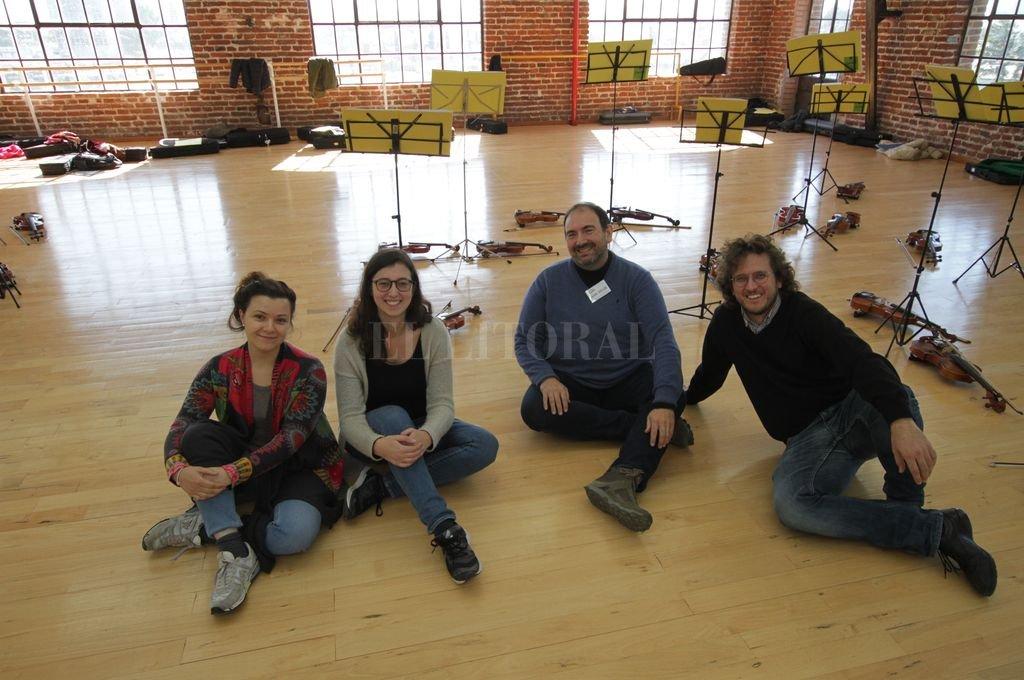 Elena Gelmi (viola), Francesca Pretto (violín), Daniele Cernuto (violoncello) y Gabriele Dal Santo (director y pianista), integrantes del Cuarteto NOP. Guillermo Di Salvatore