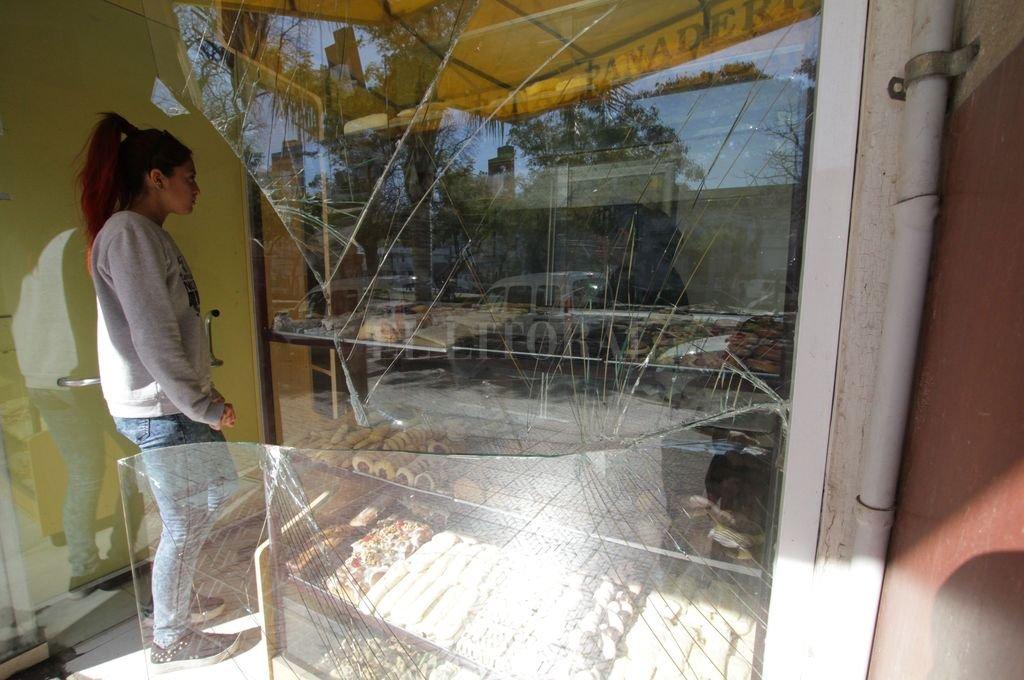 Los daños ocasionados en la panadería Santa Teresita, en bulevar Pellegrini al 2600. <strong>Foto:</strong> Mauricio Garín