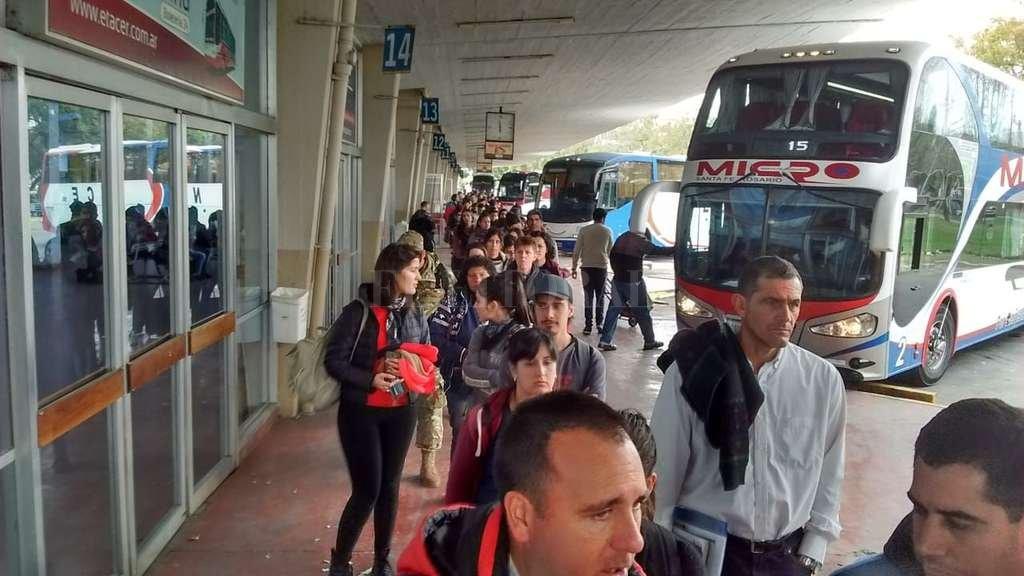 Las horas interminables de espera en las terminales (de Santa Fe y Paraná) es otro reclamo que aún no se oyó y que viene advirtiendo la FUL. <strong>Foto:</strong> Mauricio Garín