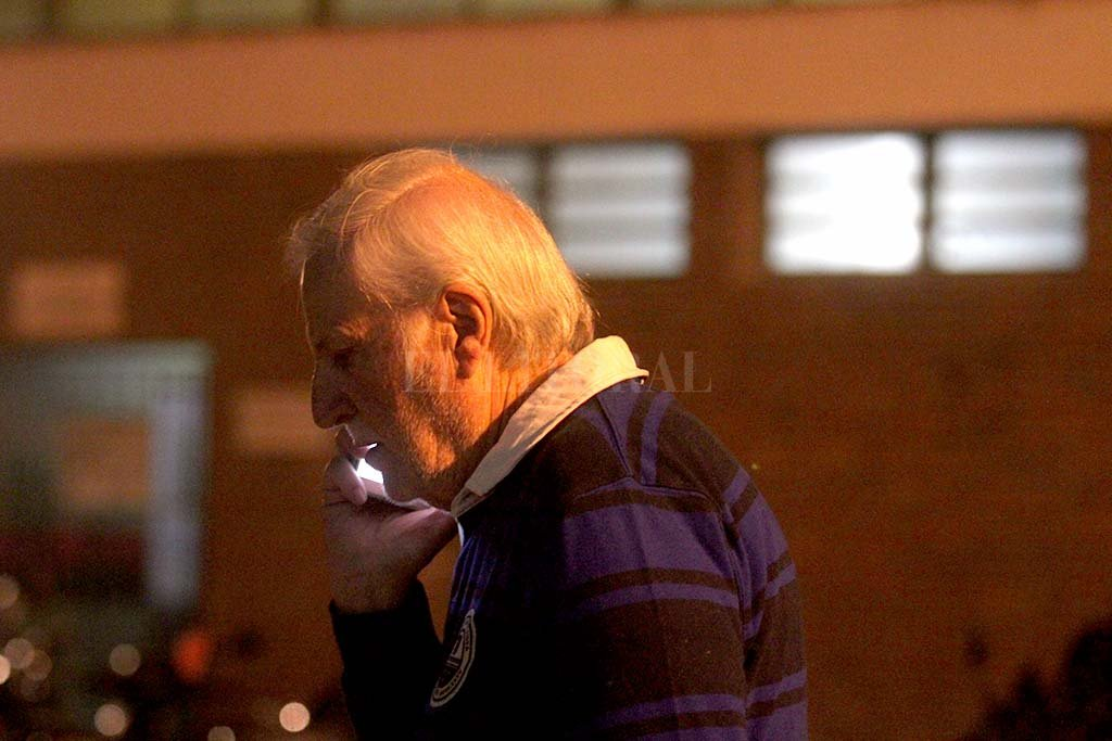 Una foto que dice mucho más que tantas palabras para el pueblo sabalero. José Néstor Vignatti se transformó, sin dudas, en el dirigente más determinante de la historia de Colón. De su mano, Colón llegó a 30 partidos internacionales jugados entre la vieja Conmebol, la Copa Libertadores y la actual Copa Sudamericana. Un sueño que se hizo realidad. Crédito: Pablo Aguirre.