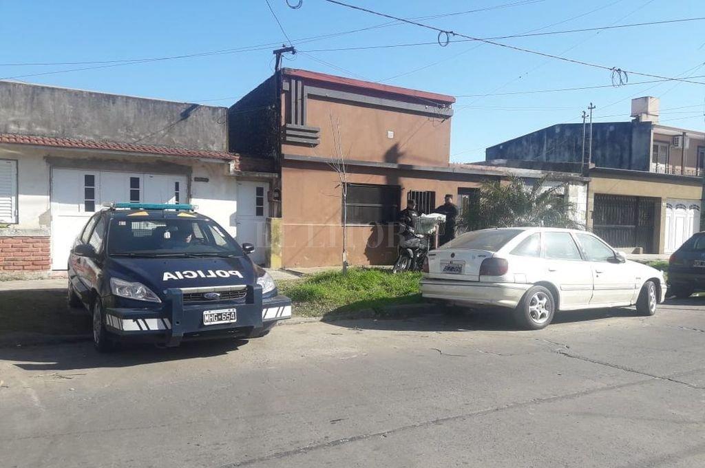 El operativo se concretó en una vivienda de Lavalle al 6800 (a metros de Av. Galicia). Comenzó a las 8 y terminó cerca de las 15. <strong>Foto:</strong> El Litoral