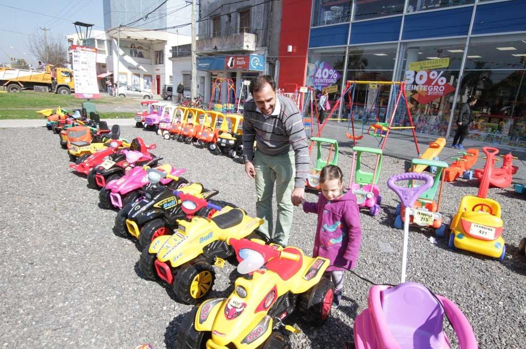 Nena elige, papá paga. En el Día del Niño (y siempre), ellos son la prioridad. Y en la ciudad se ofrecen una amplia gama de productos para agasajarlos.  Crédito: Guillermo Di Salvatore