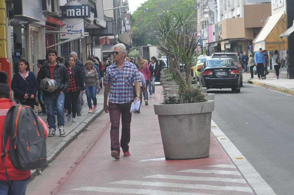Calle Mendoza en épocas de fiestas se colma de gente <strong>Foto:</strong> Archivo El Litoral / Flavio Raina