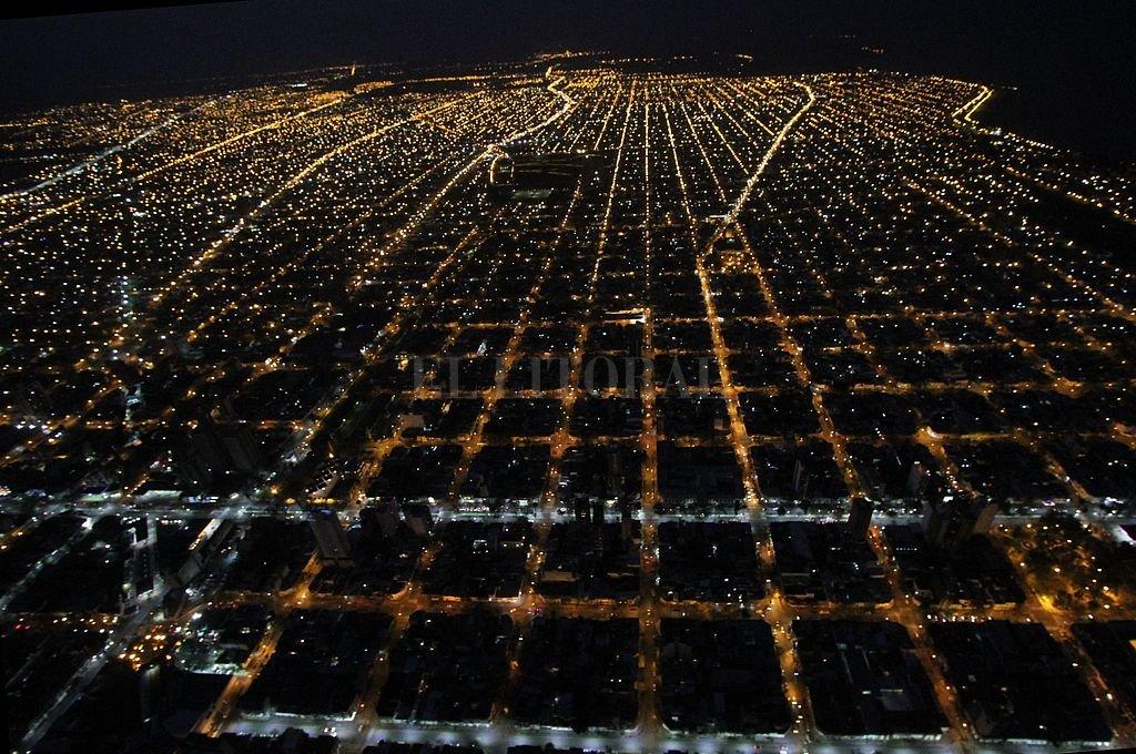 Vista panorámica de la ciudad de noche.  <strong>Foto:</strong> Archivo El Litoral / Mauricio Garín