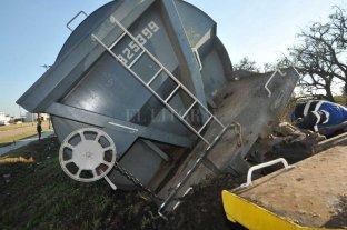 Trenes descarrilados y un desagüe sin terminar: citan a funcionarios