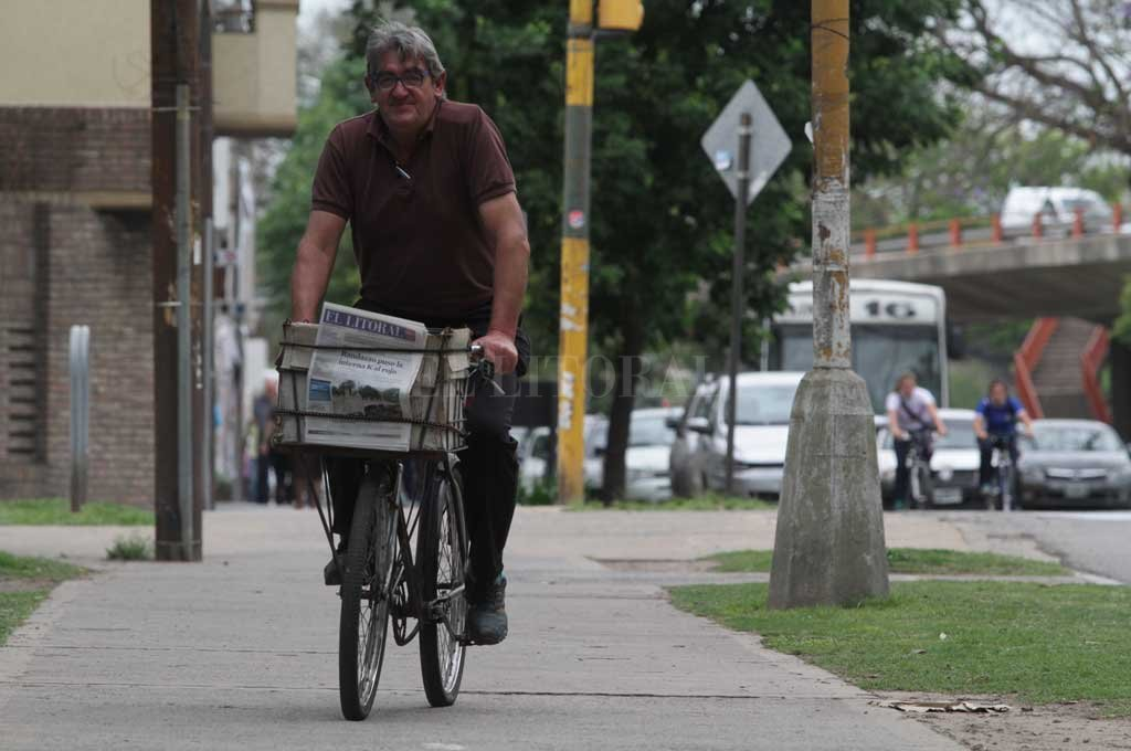 La nueva ordenanza modificatoria busca ampliar el trabajo de los canillitas de la ciudad.  Crédito: Archivo El Litoral / Mauricio Garín