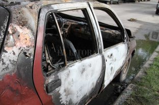 Incendiaron un auto en el norte de la ciudad