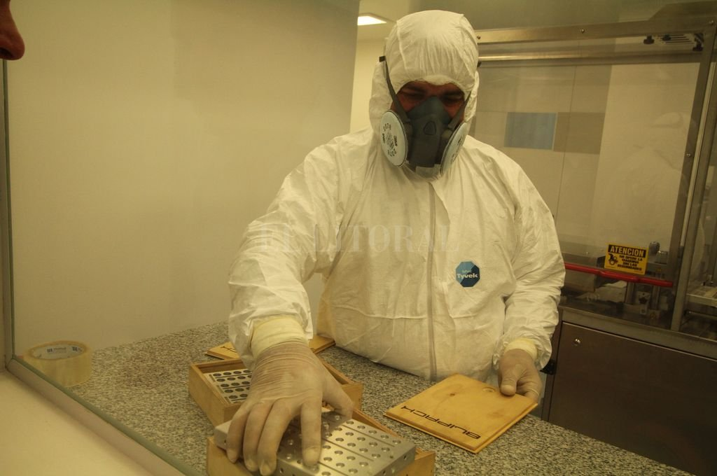A medida. El laboratorio santafesino elabora 1.700 comprimidos por año de efedrina 3 mg, con la meta de ayudar a mejorar la calidad de vida de Nahuel. Crédito: Gentileza LIF