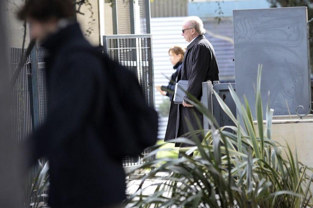 El financista Ernesto Clarens, retirándose de Comodoro Py la semana pasada.  Crédito: Gentileza Clarín - Emmanuel Fernández