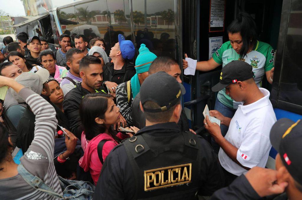 Crisis migratoria. Hasta el jueves pasado habían ingresado a Perú 400.200 venezolanos y este martes la cifra ascendió a 414.011 personas.  <strong>Foto:</strong> El País/EFE.