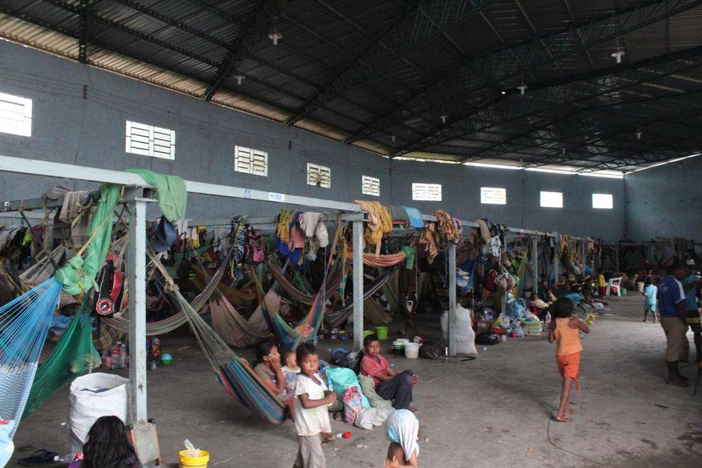 Migrantes venezolanos en un refugio en Pacaraima, Brasil, el 16/04/2018. Muchos venezolanos cruzan desde hace meses a pie la frontera y entran al estado brasileño de Roraima con las manos vacías. (Vinculado al texto de dpa
