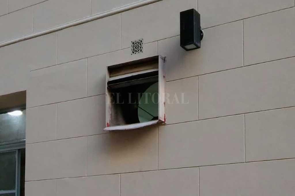 El ventiluz por donde escapó el sujeto <strong>Foto:</strong> Archivo El Litoral