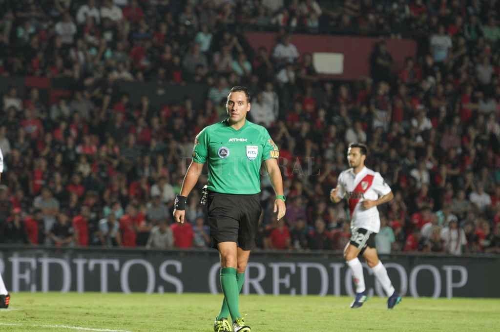 La última vez que Fernando Rapallini pisó el césped del Brigadier López fue en el 0 a 0 ante River, de mayo pasado. <strong>Foto:</strong> Manuel Fabatía