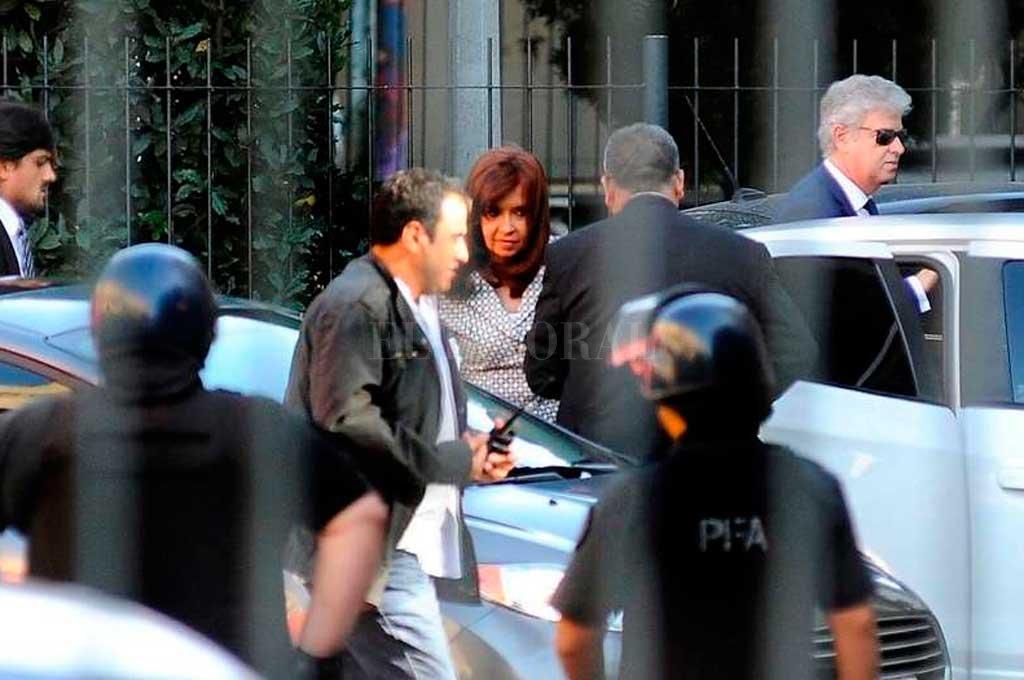 La ex presidente en una de sus visitas a los Tribunales Federales de Comodoro Py en Buenos Aires Crédito: Clarín