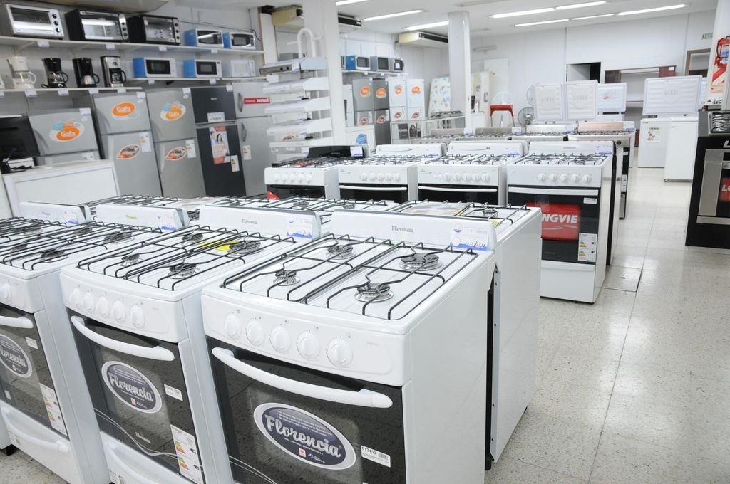 En Electrodomésticos y artículos electrónicos, las ventas a precios constantes se derrumbaron 11,1% frente al mismo mes del año pasado. Crédito: Archivo El Litoral