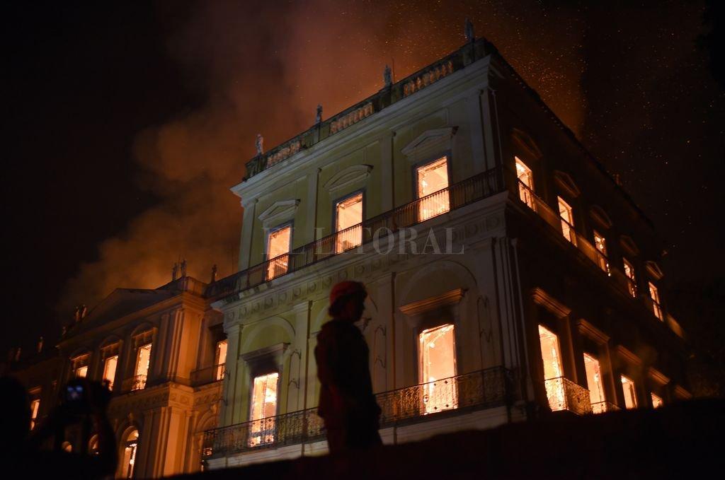 Cuando el fuego comenzó, el recinto, que había estado abierto al público hasta las 17, ya estaba cerrado. <strong>Foto:</strong> dpa