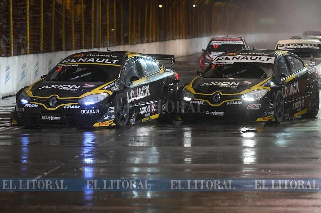 Pernía y Ardusso en el duelo de los Renault. Crédito: José Almeida