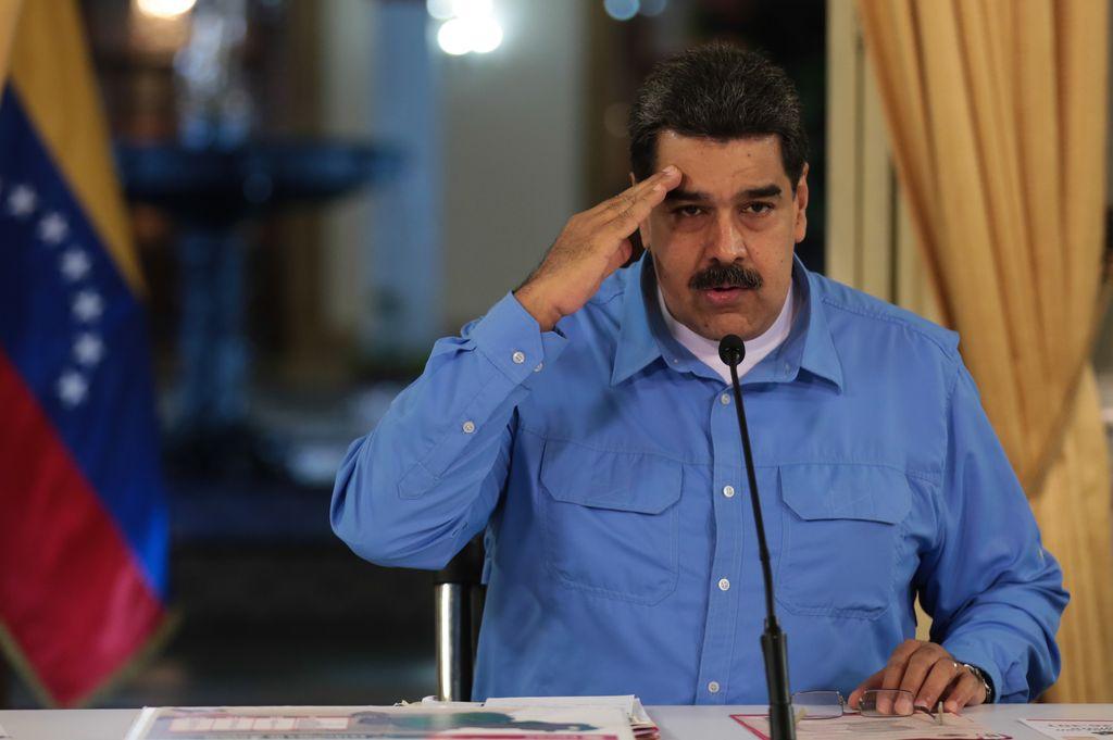 Imagen cedida por la Presidencia de Venezuela del presidente venezolano, Nicolás Maduro, pronunciando un discurso durante la evaluación junto al equipo económico sobre las 10 Líneas del Programa de Recuperación Económica, desde el Palacio de Miraflores en Caracas, Venezuela, el 3 de septiembre del 2018. El presidente de Venezuela, Nicolás Maduro, anunció que su Gobierno implementará, a partir del 4 de septiembre, un nuevo mecanismo de cobro para los combustibles en 41 municipios fronterizos.  Crédito: dpa