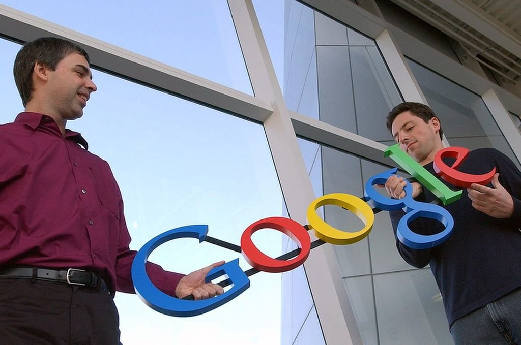La historia de Google comienza en 1995, en la Universidad de Stanford. Larry Page se estaba planteando estudiar en Stanford y Sergey Brin, que ya estudiaba allí, fue el encargado de mostrarle el campus. <strong>Foto:</strong> Google.