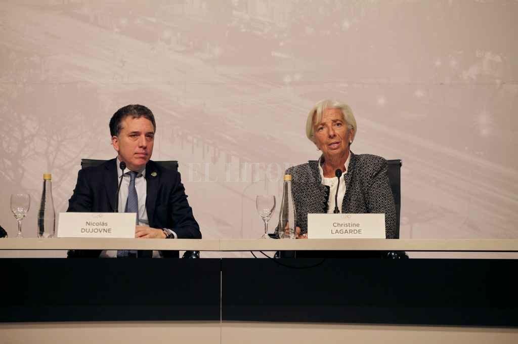 Dujovne se entrevista mañana con la titular del FMI. Eltitular del BCRA no viajó a Washington; seguía hoy de cerca la evolución de los mercados. <strong>Foto:</strong> Archivo El Litoral
