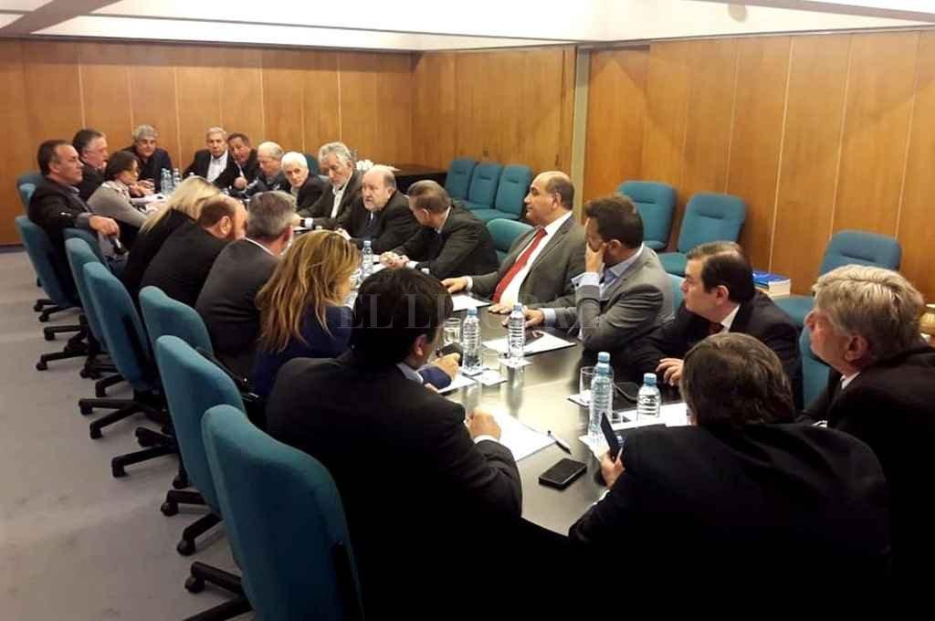 En el CFI, los mandatarios se reunieron con legisladores del peronismo no kirchnerista. Reclamaron ser escuchados. <strong>Foto:</strong> Clarín