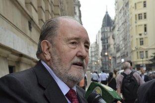 El gobernador de La Pampa reveló que padece cáncer y no irá por la reelección