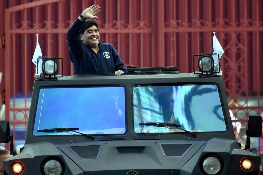 Maradona en su llegada a Bielorrusia. <strong>Foto:</strong> Archivo