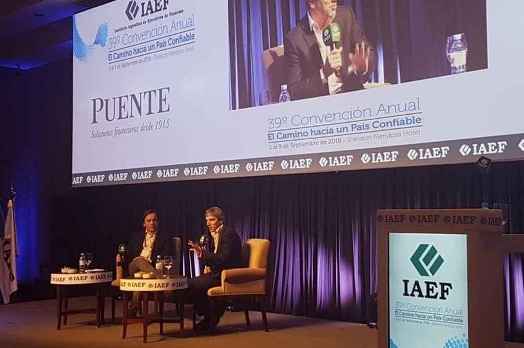 Caputo, durante la entrevista que siguieron de cerca unos 200 ejecutivos de finanzas. <strong>Foto:</strong> Clarín
