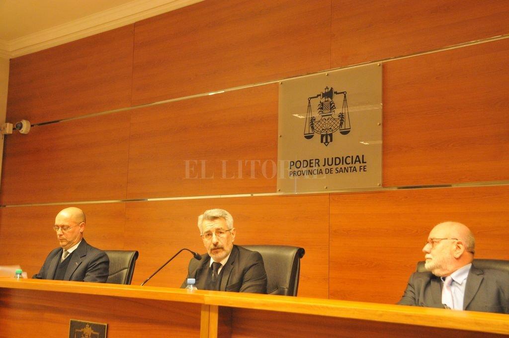 El Tribunal está integrado por los conjueces Néstor Darío Pereyra, Jorge Luis Silva (presidente) y Alfredo Martín Olivera. Crédito: Luis Cetraro