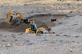 Continúan buscando dinero enterrado en una chacra de Lázaro Báez