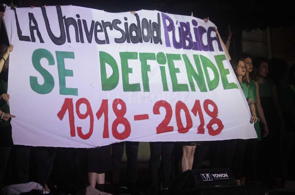 El público apoyó la educación universitaria pública y gratuita. <strong>Foto:</strong> Manuel Fabatía